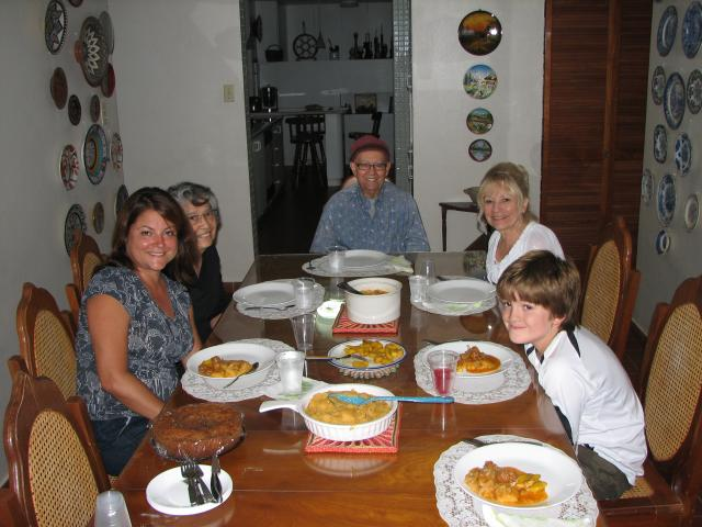 Family dinner (Lisa, Bryce, Pina, Vivi and Ismael)